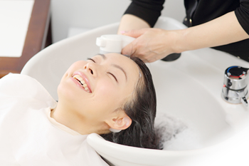 福山市でヘアサロンをお探しなら【Molton.HairDesign】へ~ヘッドスパ・カラーのメニューをご用意~